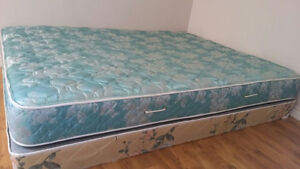 >> QUEEN MATTRESS and BOX - BRAND NEW - Used 2 Months