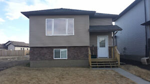 Room for rent in Camrose available now! With Garage for storage!