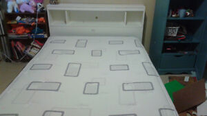 South Shore Queen platform bed with bookcase headboard