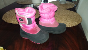 Very good used condition toddler khombu winter boots