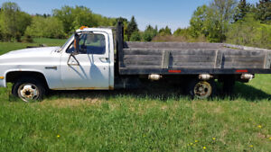 Solid work truck with flatbed dump