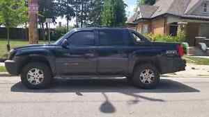 Beautiful Chevy Avalanche Z71 4x4  Leather Sunroof Tow Pckg Load