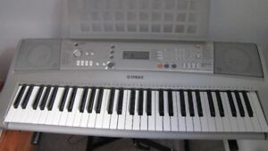 Yamaha PSR-E30 Keyboard and Bench