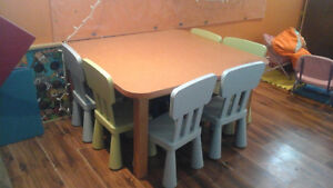 Table de garderie solide