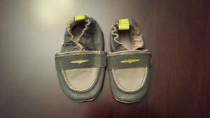 Robeez baby boy shoes 0 to 6 months