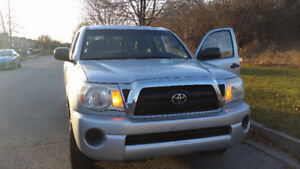 2006 Toyota Tacoma SR5 Pickup Truck (mint condition)