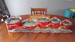 LIKE NEW 10 PEICE EMPIRE RED KITCHEN AID POTS & PAN SET