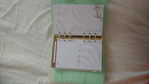 Nice Planner for sale. Dont like the style. $20.00 London Ontario image 6
