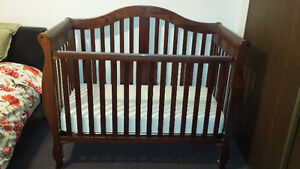 Solid wooden crib in great condition