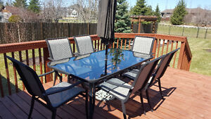 GLUCKSTEIN  PATIO SET FROM THE BAY