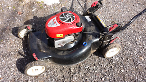 Tondeuse / lawnmower (Cantley Qc) . 100$ ch/ea.