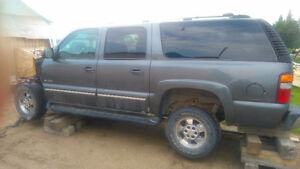2004 Chevrolet Tahoe SUV, Crossover and 2005 suburban