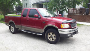 2003 Ford F150 Lariat  Low km's