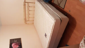Complete double bed / can deliver