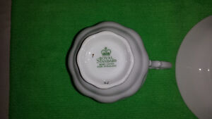 Royal Standard Bone China Cup & Saucer-Excellent Condition Cambridge Kitchener Area image 6