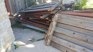 Free fence wood in good condition