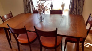 Dine in style! Kaufman of Collingwood Dining Room set $350
