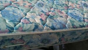QUEENSIZE MATTRESS AND BOXSPRING 60$