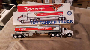 Lionel Style - Toy Tanker Trucks Collectible Series NEW 1/43