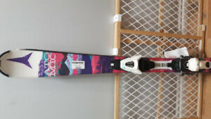 Youth downhill skiis and boots - New
