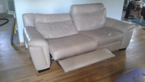 Leather , Cindy,Crawford couch 500$