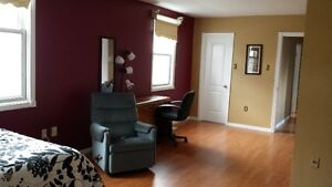 Furnished room for rent, minutes to Fanshawe London Ontario image 1