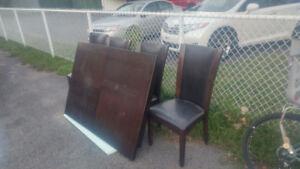 Table de cuise en bois avec six chaise