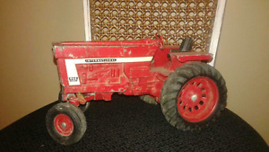 Vintage Die cast International 966 Farmall