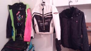 3 manteaux de marques tous en très bonne état,50$/chaque.
