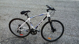 CCM KROSSPORT + SHOCKS + DISC BRAKES + GEL SEAT + COVER + LOCK