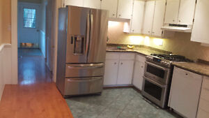 3 Bedroom 2 Bath House for rent in the heart of Streetsville