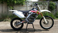 2005 HONDA CRF 250 - COMPLETELY NEW REBUILD-TOP TO BOTTOM-MINT