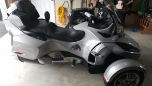Low mileage  can-am spyder
