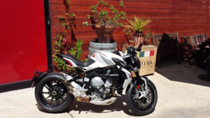 2014 MV AGUSTA DRAGSTER 800 WHITE ULTRA RARE WITH EXHAUST LOW KM
