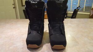 SNOW BOARD BOOTS LIKE NEW