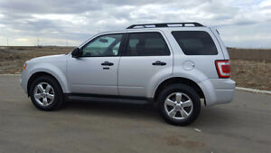 PRICED TO SELL 2010 Ford Escape XLT with Limited Options