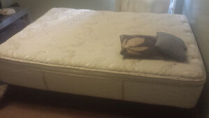 QUEEN MATTRESS+BASE  AND I GIVE FOR FREE OTHER STUFFS