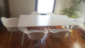 Modern dining room table with 6 chairs. Less than a year old.
