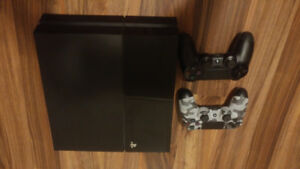 PS4 ---2 controllers---5 games