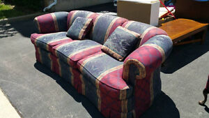 -FREE MOVING FURNITURE- Table/Couch/Carpets/Plants