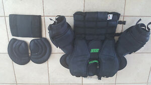 Simmons 998 Goalie Chest Protector Senior xsm