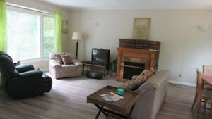 POINT CLARK, 3 BEDROOM FURNISHED COTTAGE,