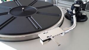 Toshiba SR-A102 Turntable Record Player Home Stereo