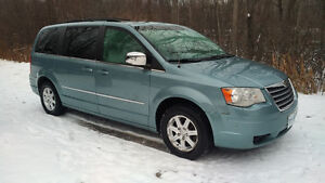 CERTIFIED -2009 Chrysler Town & Country Touring Minivan