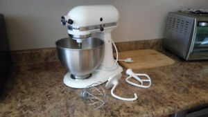 FOR SALE KitchenAid Professional 5 Plus Series Stand Mixer