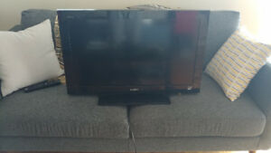 Sony 32''  LCD Flatscreen TV - Model KDL-32BX300