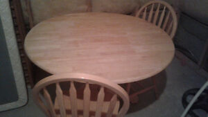 Table ronde avec chaises- Round table with chairs
