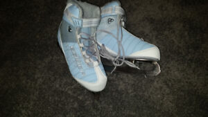 Ladies Bauer Figure Skates
