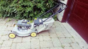 Tondeuse John Deere (automotrice 5 vitesses) 5 hp / 21 po + sac