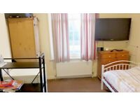 Room is available in Notting Hill Gate *All Bills Included*